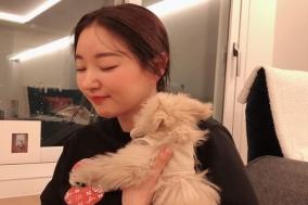 배우 김사랑 반려견과 행복한 사진 화제